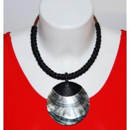 Collier Ethnique en Nacre et Tressage noir