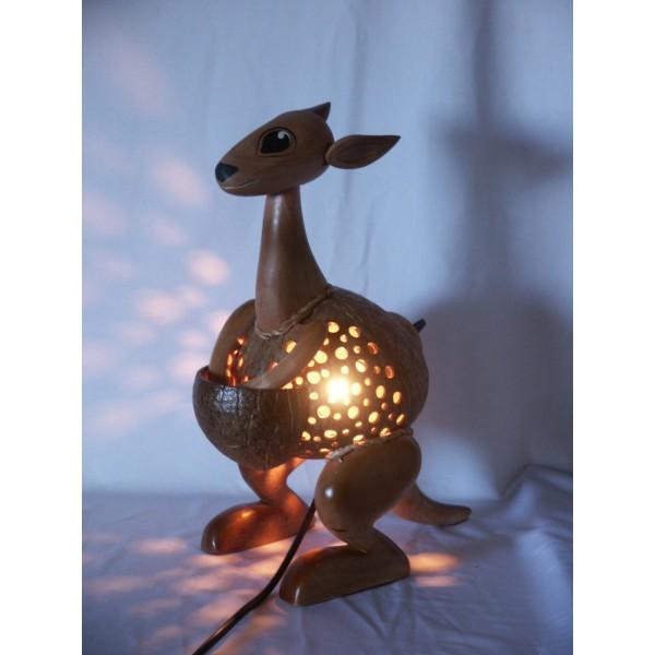 lampe kangourou en noix de coco. Black Bedroom Furniture Sets. Home Design Ideas