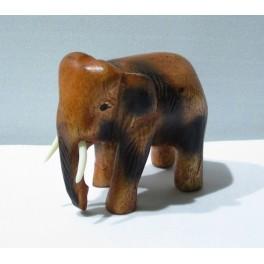Eléphant sculpté en bois de Suar 7x8