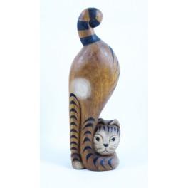 chat tigré tête en bas droit sculpté en bois de Suar - 32x10
