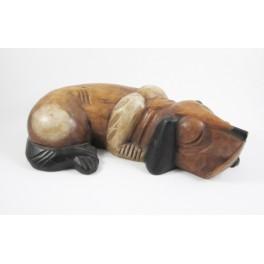 Chien couché sculpté en bois de Suar - 9x31