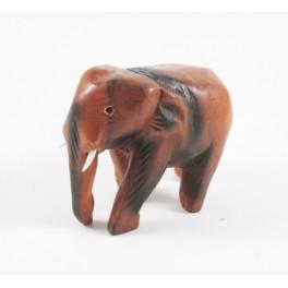 Eléphant trompe baissée sculpté en bois de Suar 9x10
