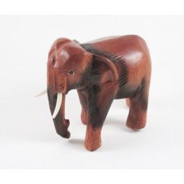 Eléphant trompe baissée sculpté en bois de Suar 13x14
